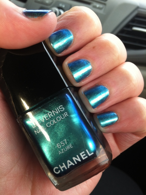 Chanel Le Vernis in Azure on my nails
